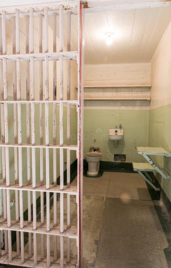 旧金山,加利福尼亚,美国- 2017年4月30日:囚犯Alcatraz监狱` s细胞在阿尔卡特拉斯岛 库存图片