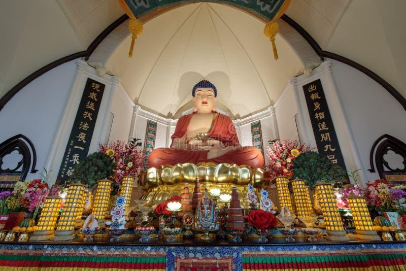 旧金山,加利福尼亚- 2018年7月27日:阿弥陀佛菩萨二十一个英尺高坐的雕象  华臧Si佛教寺庙 免版税库存照片