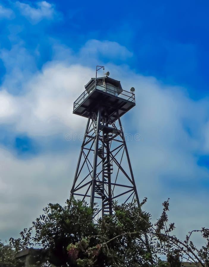 旧金山,加州美国- Alcatraz监狱手表塔 免版税图库摄影