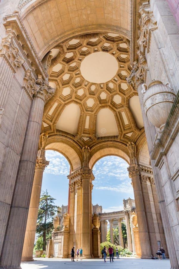 旧金山,加州- 7月 15日2017年:内部的艺术宫殿  免版税库存照片