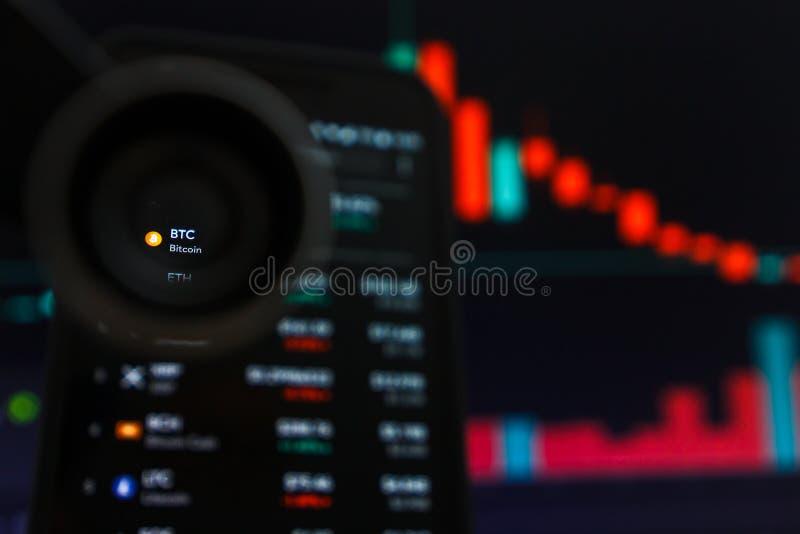 旧金山,美国- 2019年5月9日:BTC Bitcoin Cryptocurrency减少的趋向图表  红色蜡烛酒吧的例证 免版税图库摄影