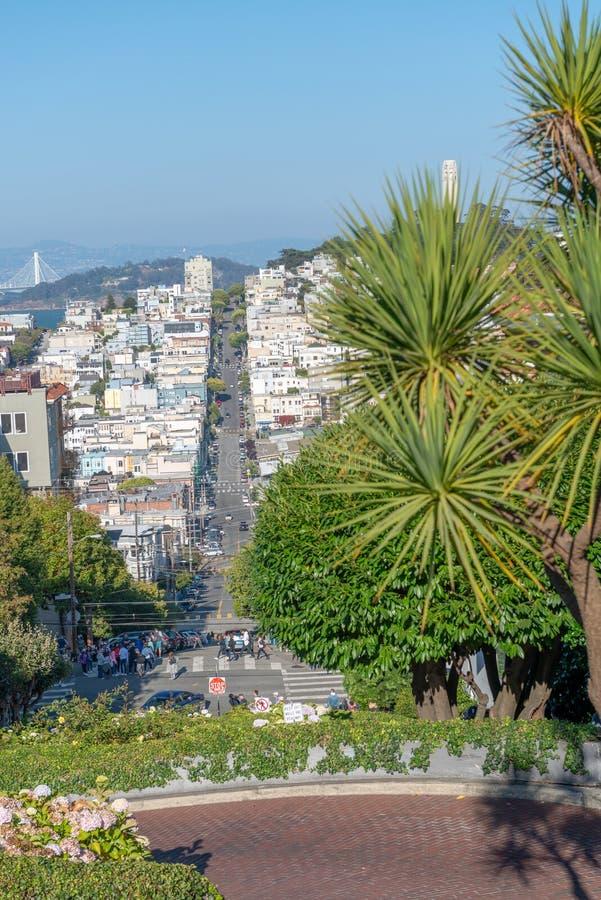 旧金山- 2017年8月7日:伦巴第街道和俄国小山 免版税图库摄影