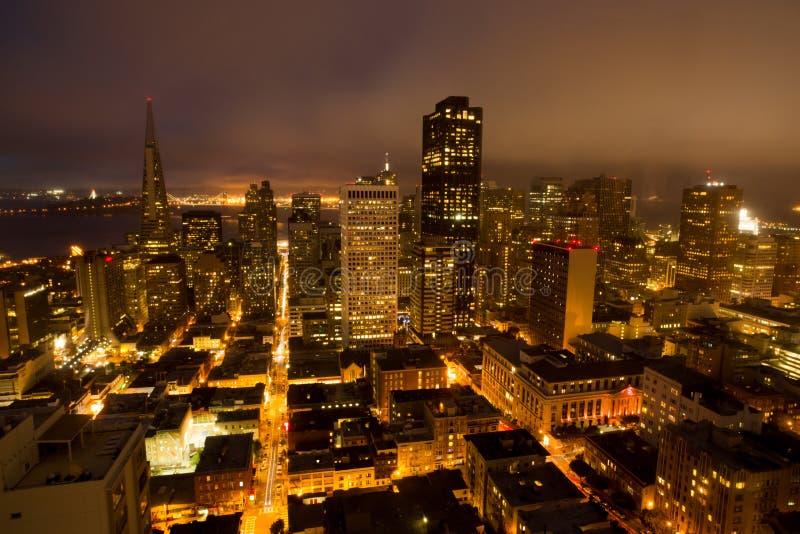 旧金山财政区鸟瞰图从山顶的,夜 免版税库存图片