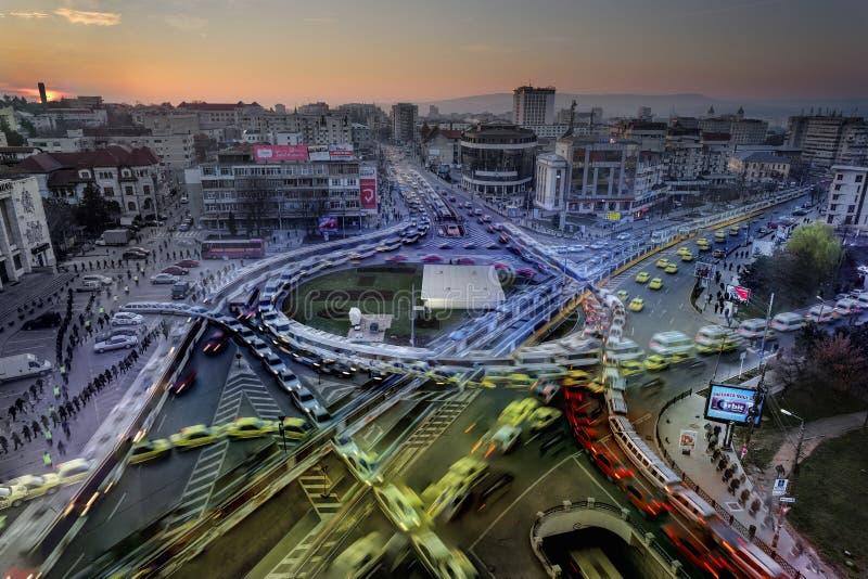 早晨交通在市Iasi,罗马尼亚 免版税库存图片