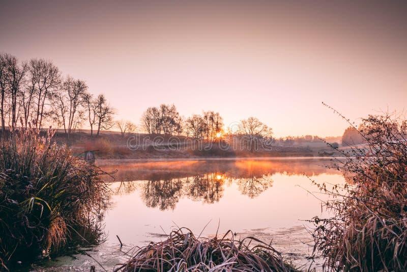 早晨在南波希米亚,湖 库存照片