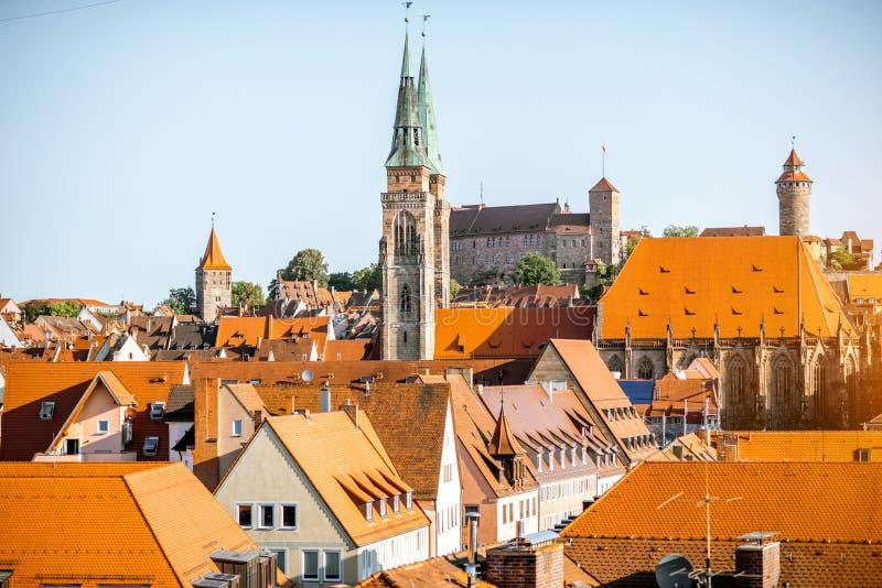 早晨在Nurnberg市,德国的都市风景视图 免版税库存图片