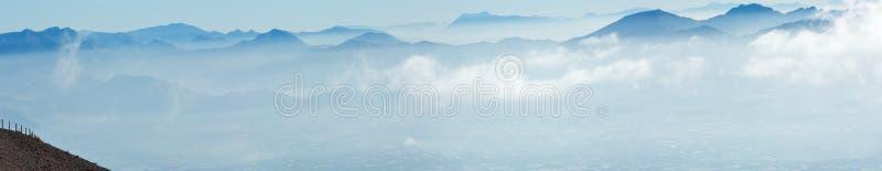 早晨多云顶视图那不勒斯市(意大利) 库存图片