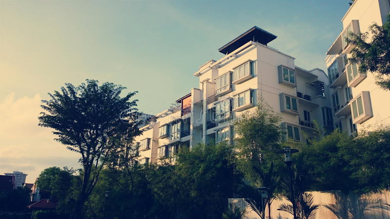 早晨太阳的公寓 免版税库存图片