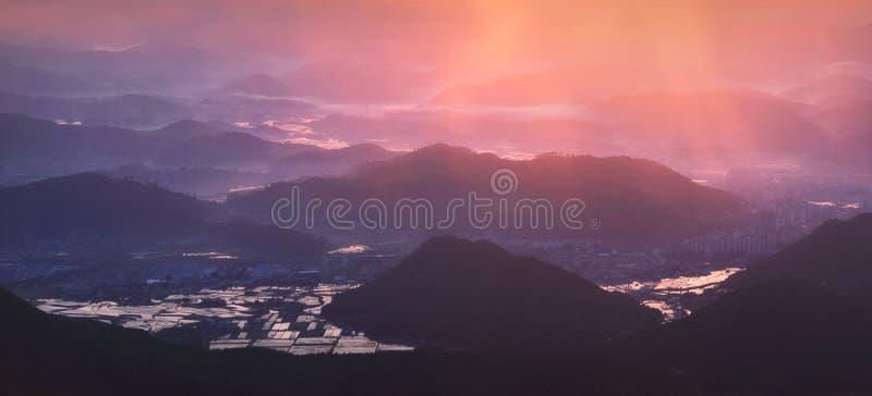 早晨安静韩国乡下日出土地  免版税库存照片