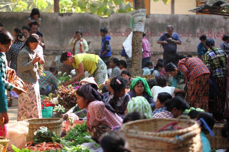 早晨新鲜市场在Bagan,缅甸 图库摄影