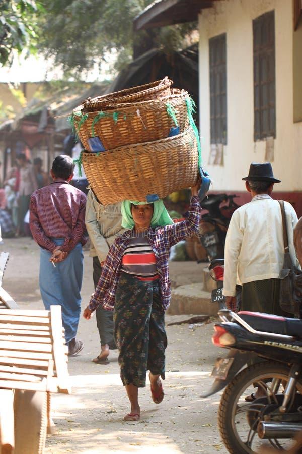 早晨新鲜市场在Bagan,缅甸 免版税图库摄影