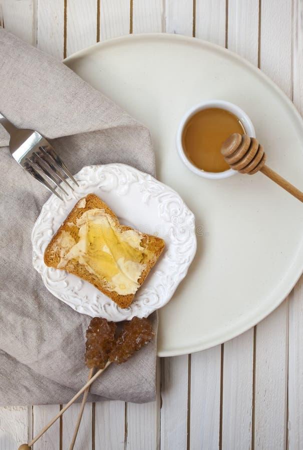 早晨早餐顶视图用多士和蜂蜜 免版税图库摄影