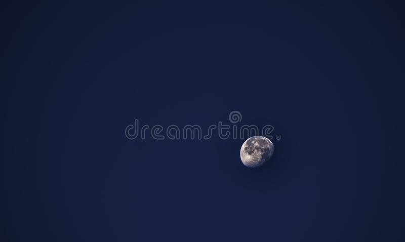 早晨月亮@上午7点 免版税库存图片
