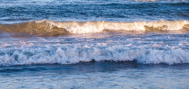 早晨海洋的太阳淡光小鹰号的 免版税库存图片
