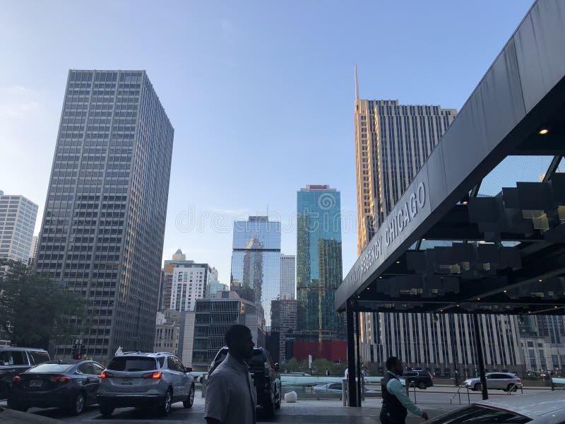 早晨街市芝加哥大厦和地平线 库存照片