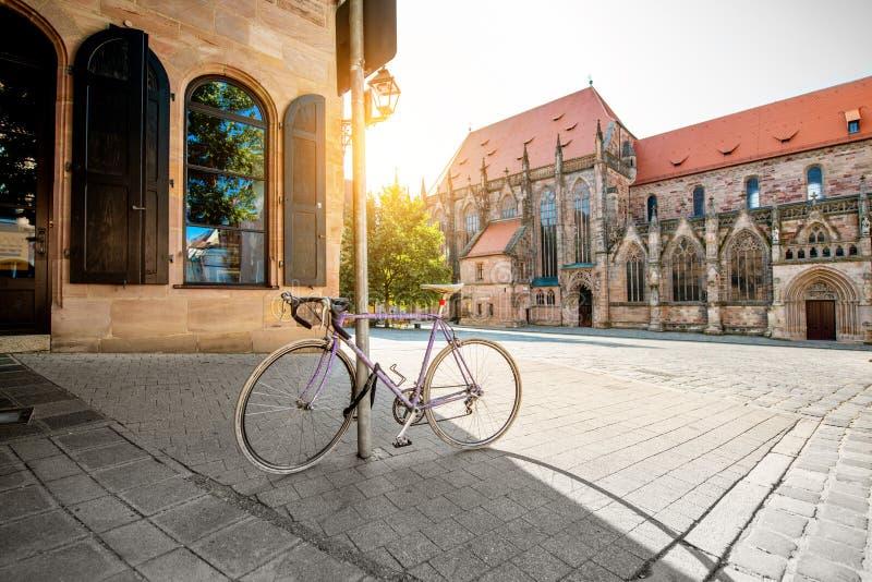 早晨街道视图在老镇Nurnberg,德国 免版税库存照片