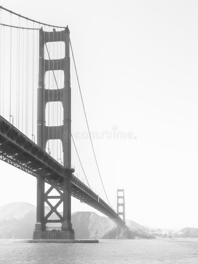 早晨雾的金门大桥,旧金山,加利福尼亚,美国 免版税库存图片