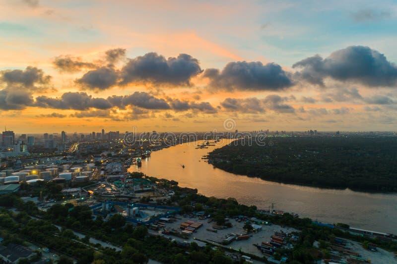 早晨鸟瞰图的昭拍耶河曼谷 库存图片