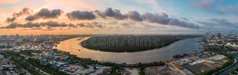 早晨鸟瞰图的昭拍耶河曼谷 库存照片