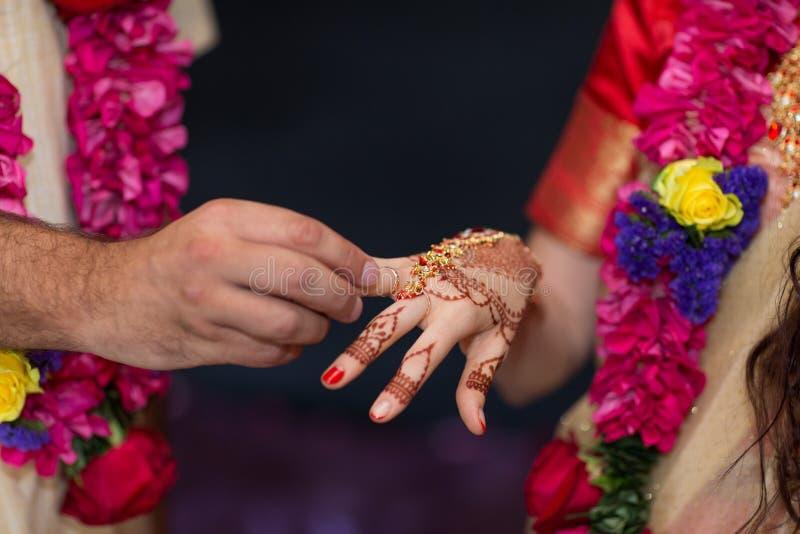 早期梵文的婚礼佩带的圆环的元素紧密  库存照片