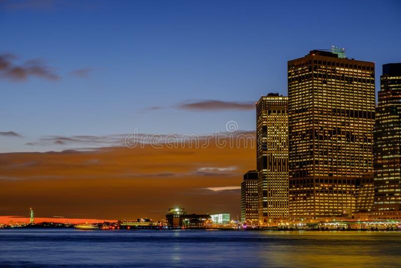 早期的冬天晚上和纽约地平线在日落sho 免版税库存图片