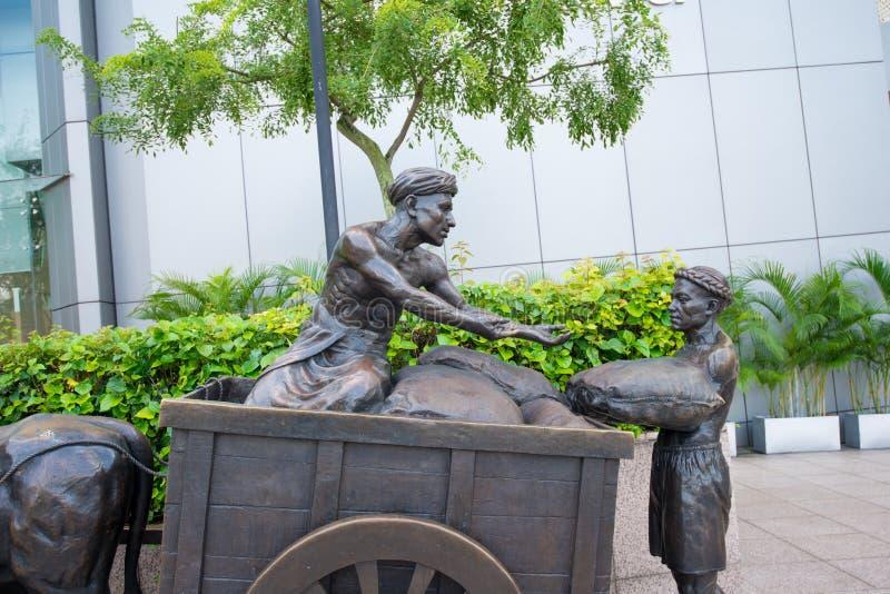 早期的在富乐顿广场的创建者纪念石头在新加坡 库存图片