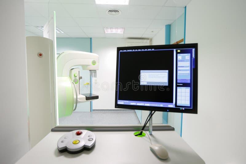 早期胸部肿瘤X射线测定法胸部检查机器 免版税库存图片