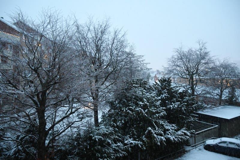 早白色圣诞节快乐在哥本哈根下雪秋天 库存图片
