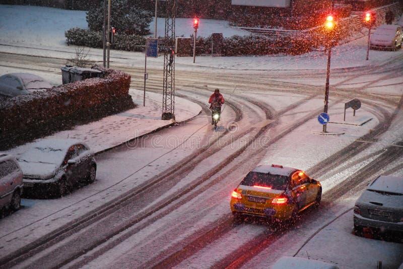 早白色圣诞节快乐在哥本哈根下雪秋天 免版税库存照片