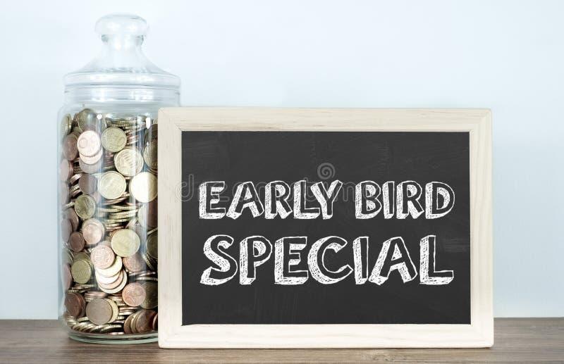 早起早到者特价早餐-目标您的顾客 免版税库存照片