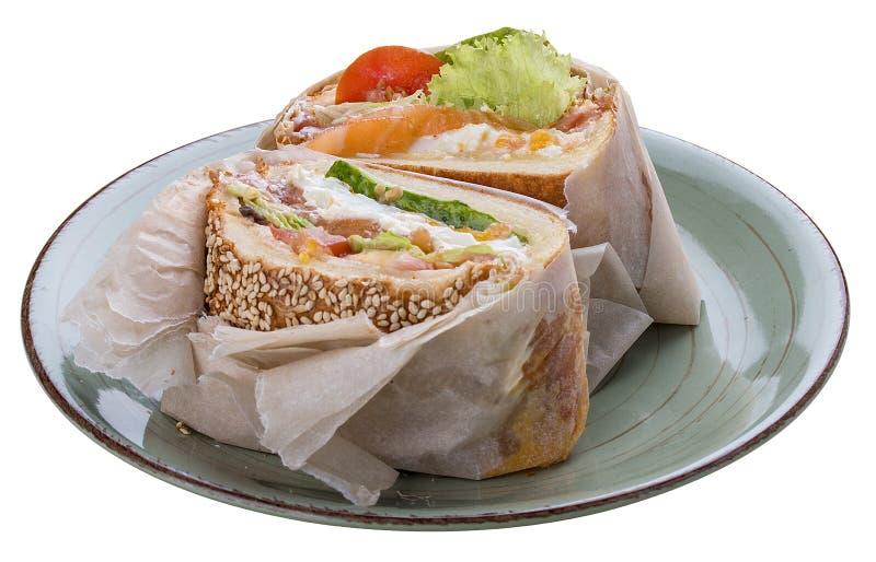 早餐与三文鱼和沙拉的鱼汉堡 免版税库存图片