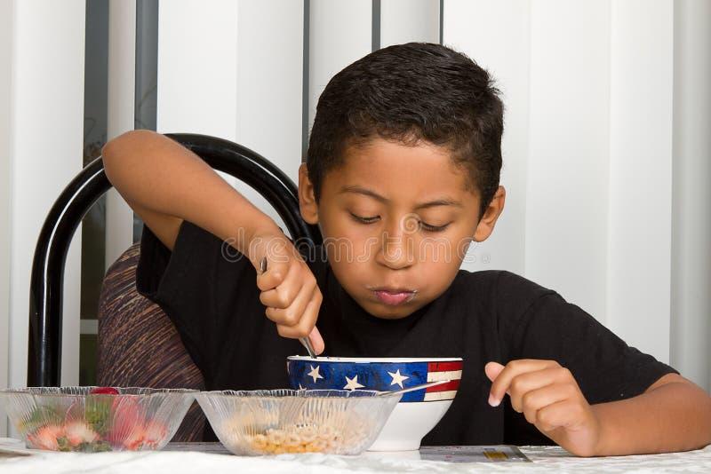 早餐儿童吃健康 免版税库存图片