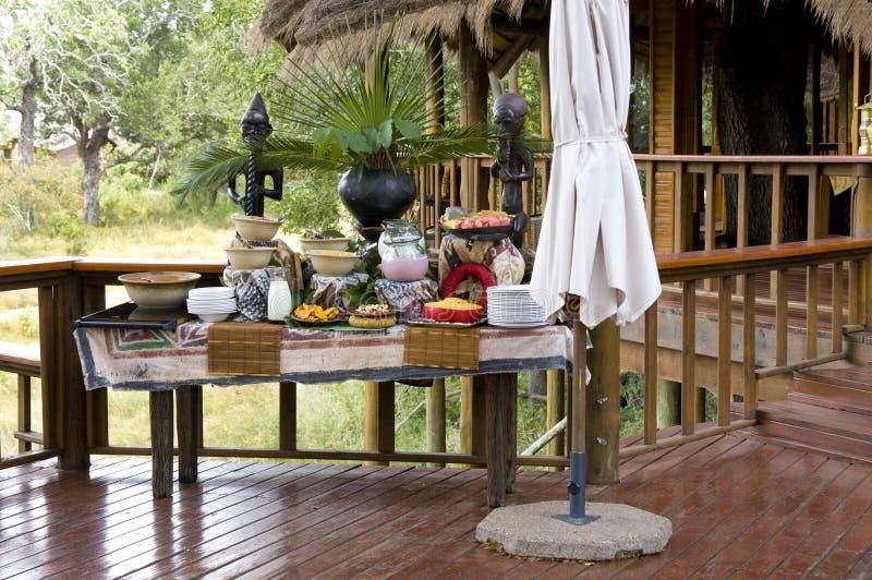 早餐在徒步旅行队小屋里 免版税图库摄影