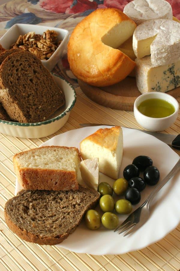 早餐干酪橄榄 免版税库存照片