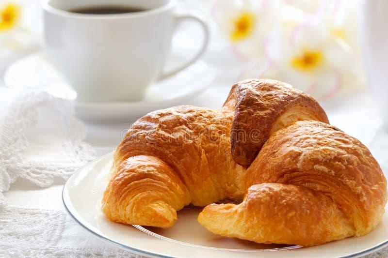 早餐新月形面包 图库摄影