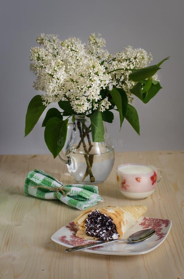Download 早餐用酸奶和比利时华夫饼干 库存图片. 图片 包括有 早晨, 油煎, 快餐, 自创, 茶点, 存在, 芬芳 - 72360371