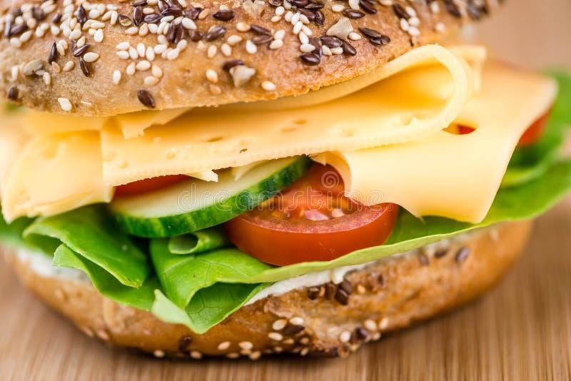 Download 早餐百吉卷(用乳酪;选择聚焦) 库存图片. 图片 包括有 引诱的, 没人, baiter, 制动手, 干酪 - 72374239