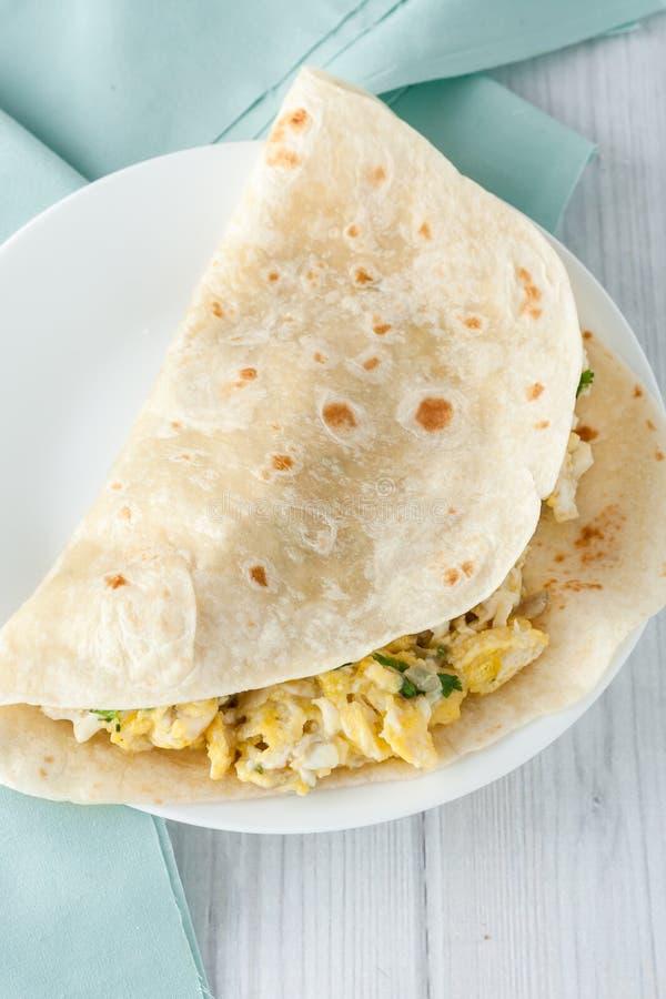早餐蛋面卷饼 库存图片