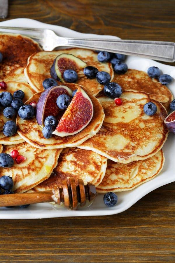 Download 早餐 库存图片. 图片 包括有 薄煎饼, 背包, 糖浆, 大使, 厨师, 蜂蜜, 早晨, 发狂, 制动手 - 62538417