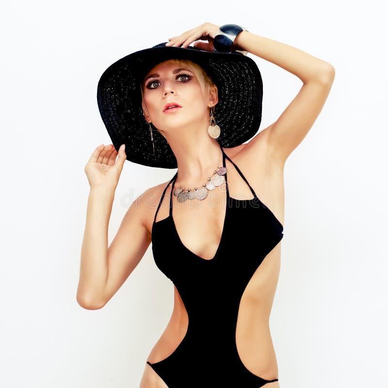 时兴的泳装的肉欲的妇女 免版税图库摄影