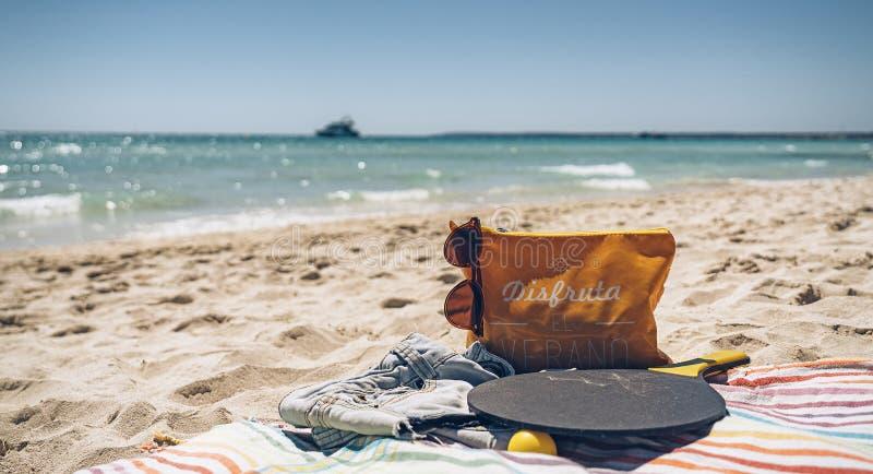 时刻享受夏天:假期,假日,放松并且享受概念 库存图片