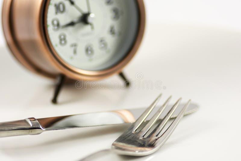 时刻用食物填装盘 库存照片