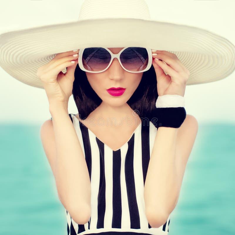 时尚女孩在度假 库存照片
