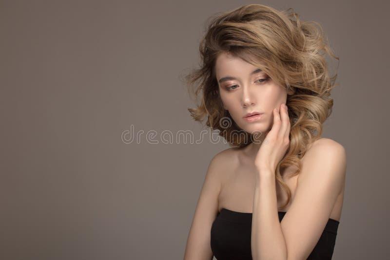时尚妇女卷发 美丽组成 库存照片