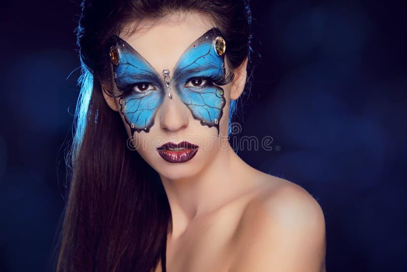 时尚妇女画象。 蝴蝶构成,面孔艺术组成 图库摄影