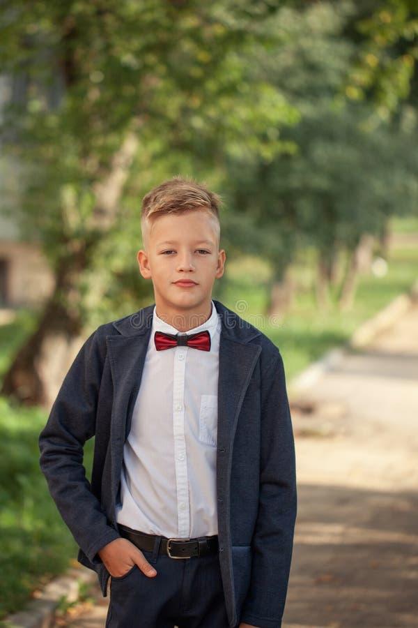时尚孩子画象 滑稽的男孩一点 10岁 免版税库存图片