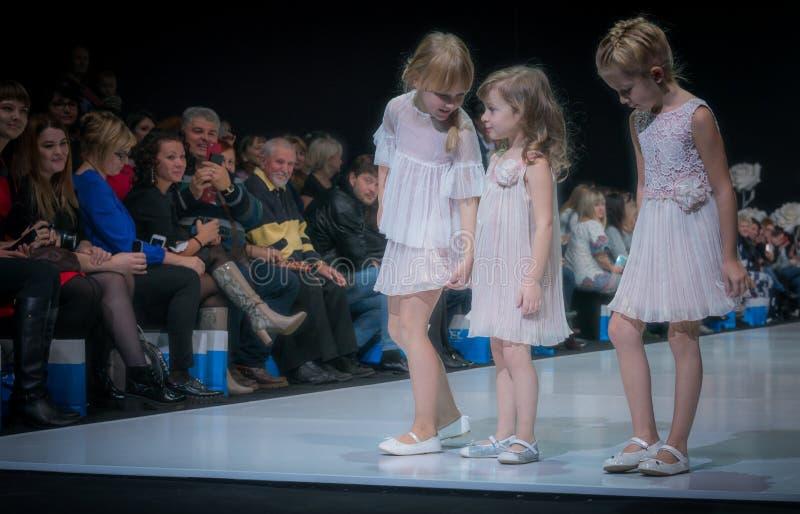 时尚星期在莫斯科2017年 儿童SPAIN/LA MODA巴拉NIÃ ` OS的西班牙时尚 免版税图库摄影