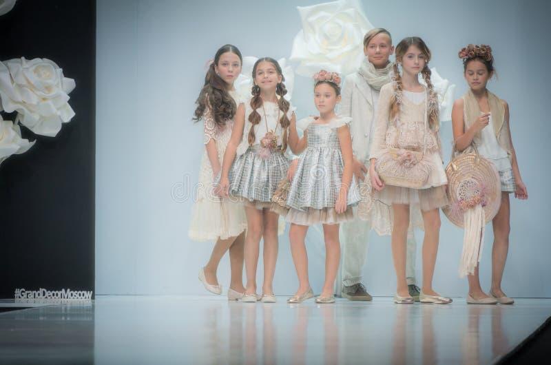 时尚星期在莫斯科2017年 儿童SPAIN/LA MODA巴拉NIÃ ` OS的西班牙时尚 库存照片