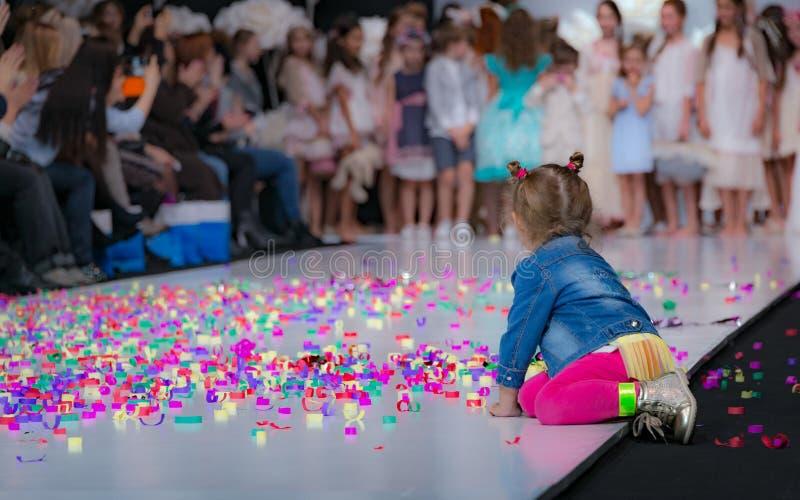 时尚星期在莫斯科2017年 儿童SPAIN/LA MODA巴拉NIÃ ` OS的西班牙时尚 免版税库存图片