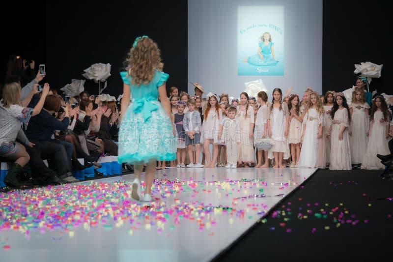 时尚星期在莫斯科2017年 儿童SPAIN/LA MODA巴拉NIÃ ` OS的西班牙时尚 库存图片